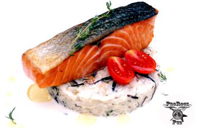 Филе лосося с ризотто и чабрецовым соусом