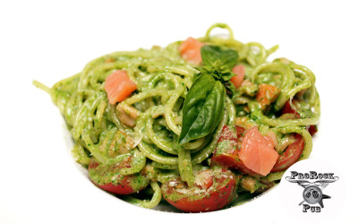 Спагетти со шпинатом и копченым лососем